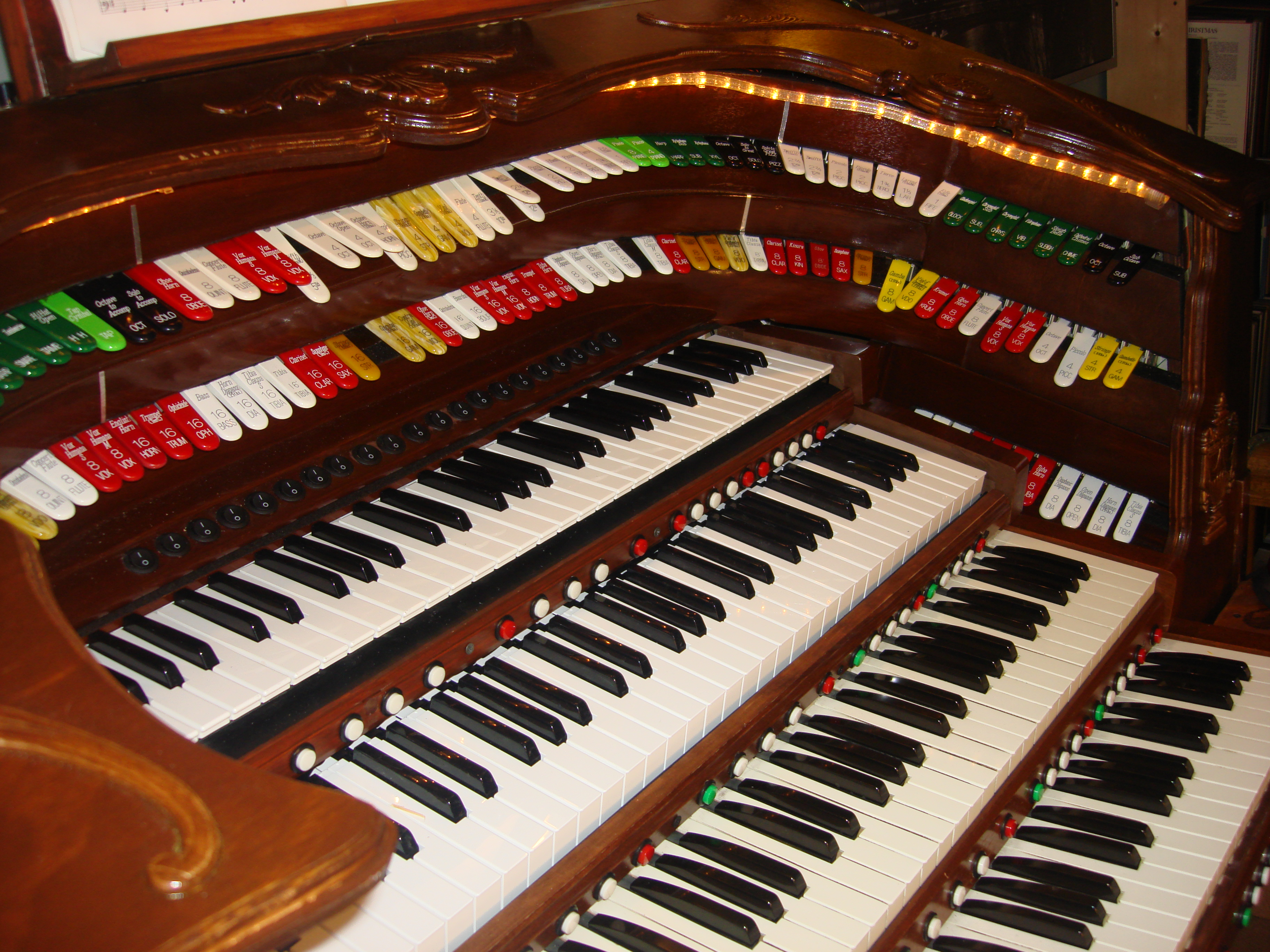 Theatre organ for less atos for Classic house organ bass