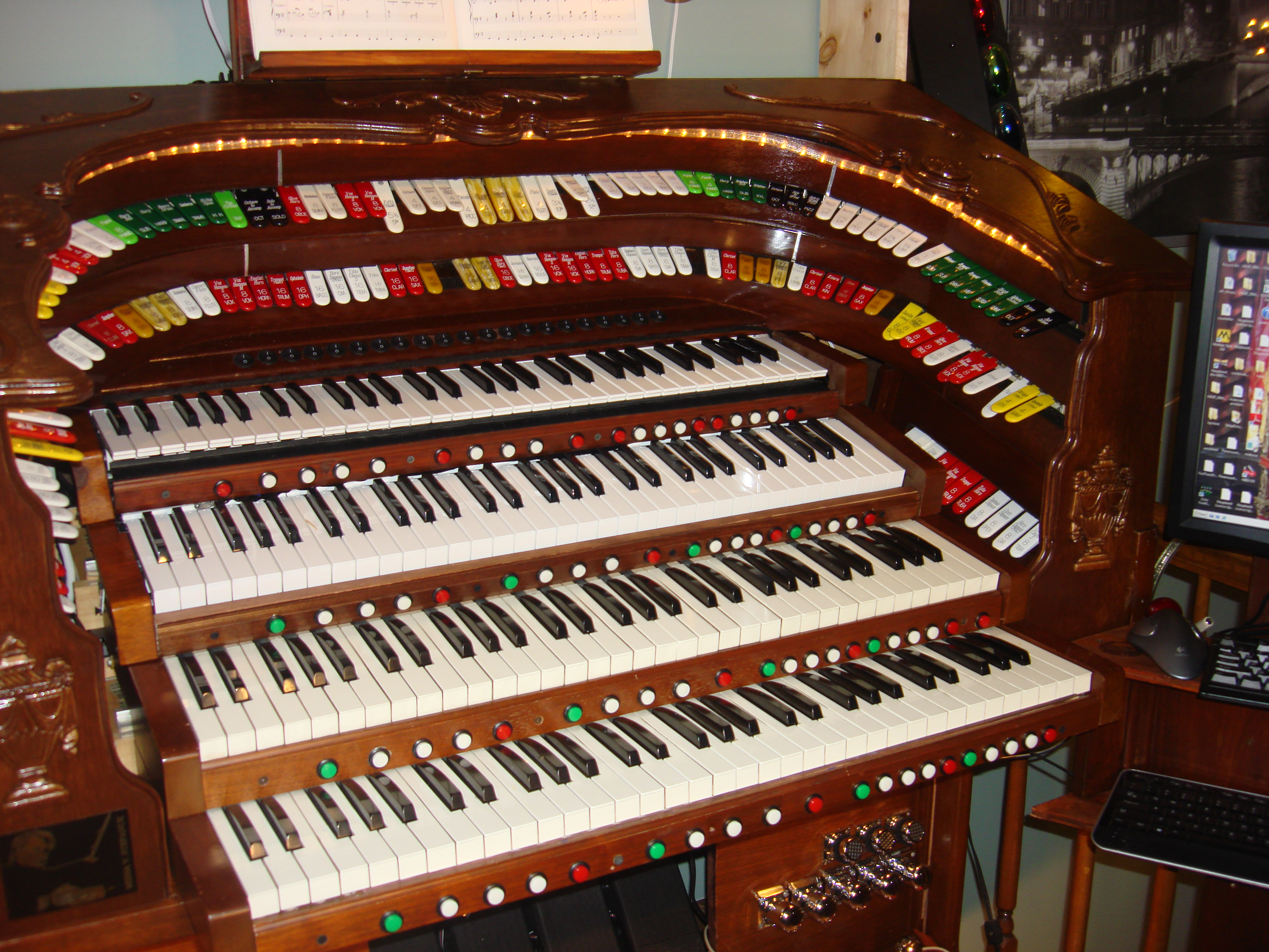 Theatre organ for less atos for Classic house organ sound